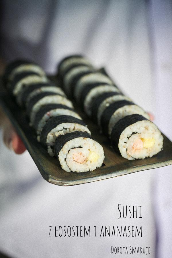 Sushi maki z łososiem i ananasem