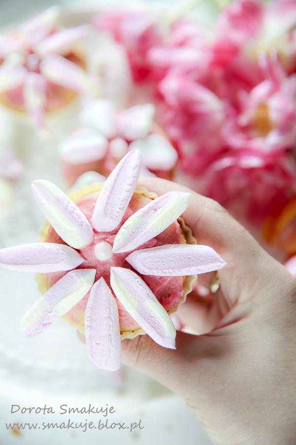 Babeczki wiosenne kwiaty