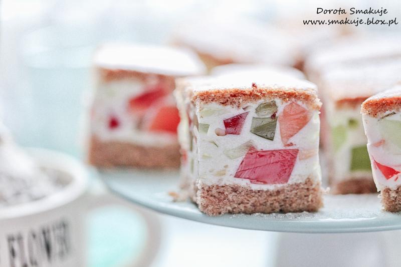 Bezglutenowe ciasto z bitą śmietana i galaretką