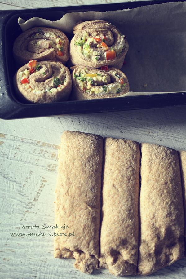 Chleb do odrywania z nadzieniem z kaszy jaglanej, papryki i sera koziego