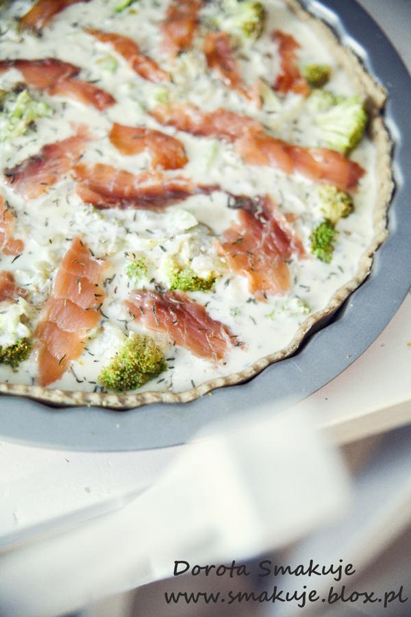 Dietetyczna tarta z łososiem i brokułami