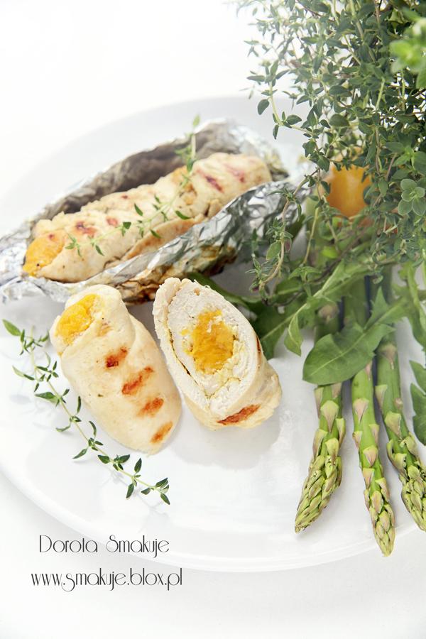 Grillowane roladki z kurczaka z brzoskwiniami i serem camembert