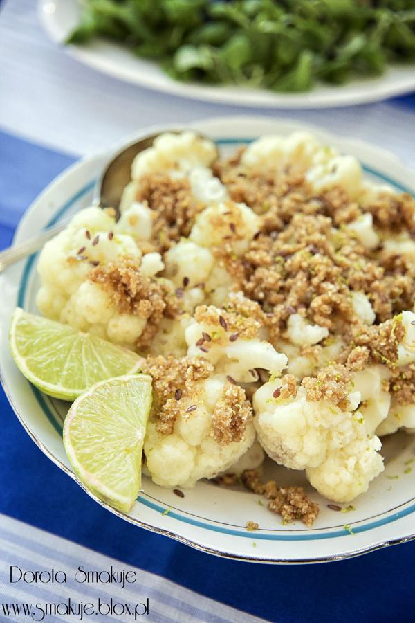 Kalafior z bułką tartą z dodatkiem mielonego lnu i limonki