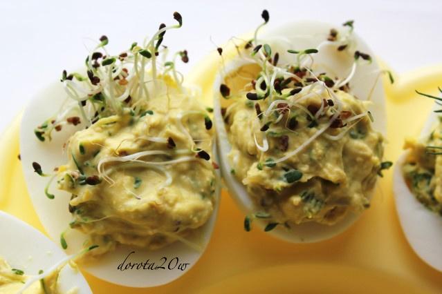 Jajka faszerowane kiełkami