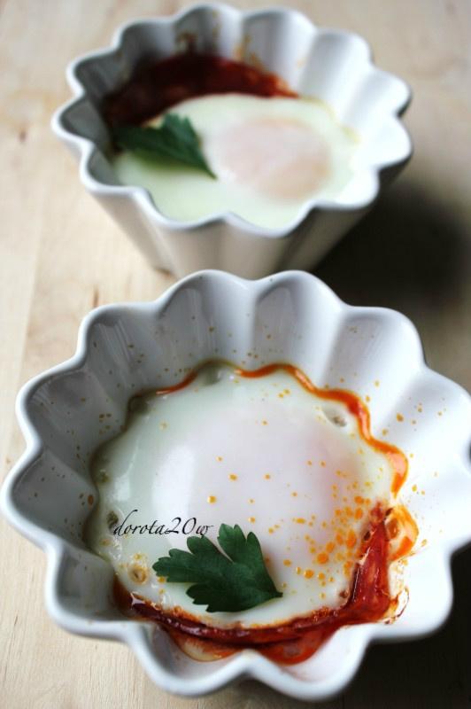 Jajka z chorizo zapiekane w kokilkach