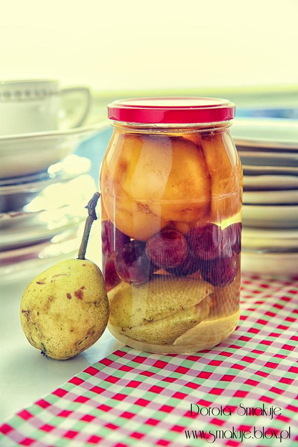 Kompot z gruszek, winogron i brzoskwiń