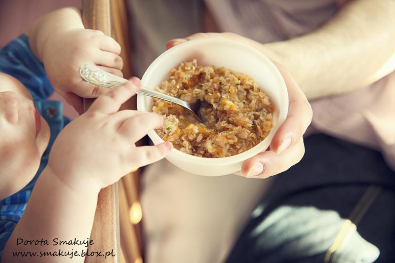 Kasza gryczana biała z indykiem, marchewką i suszoną śliwką – danie po 8 miesiącu