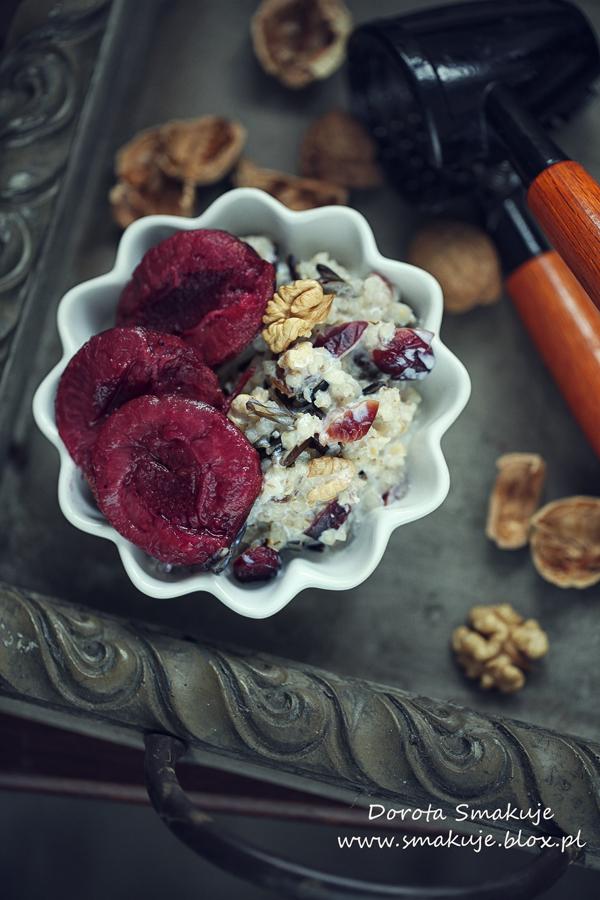 Kasza jęczmienna z dzikim ryżem na mleku z orzechami i owocami