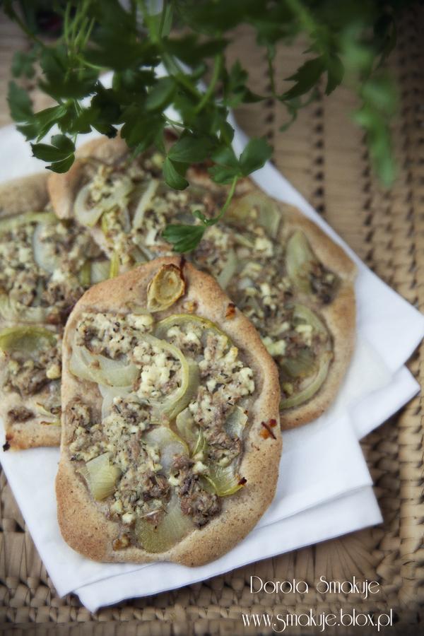 Mini pizze z serem i tuńczykiem