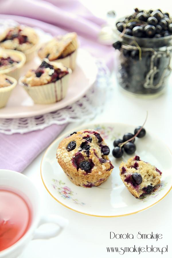 Muffinki z płatkami jaglanymi i czarnymi porzeczkami