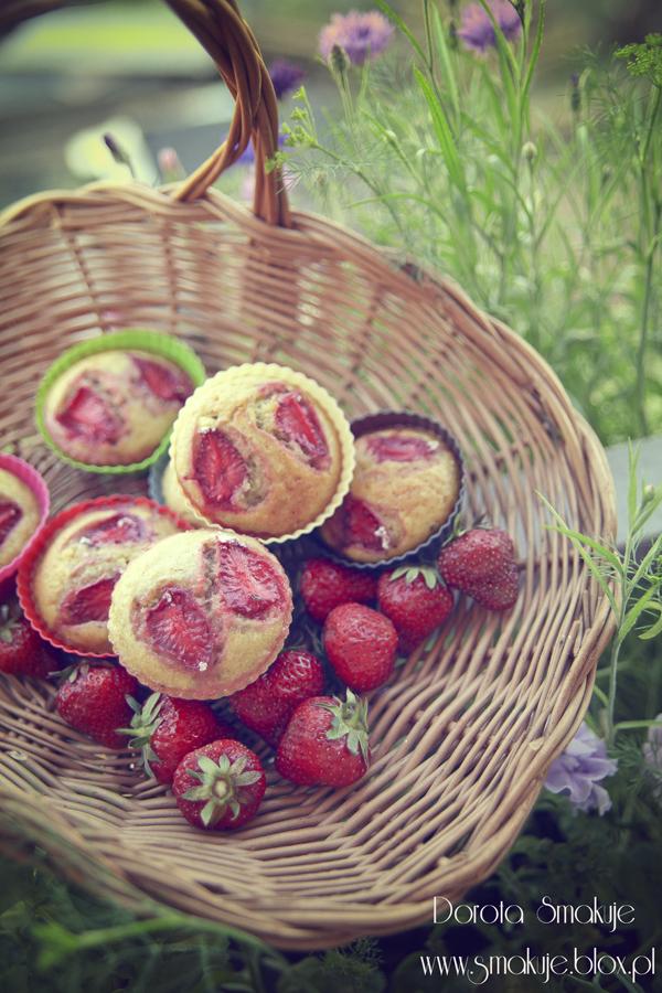 Muffinki z truskawkami i kaszą jaglaną