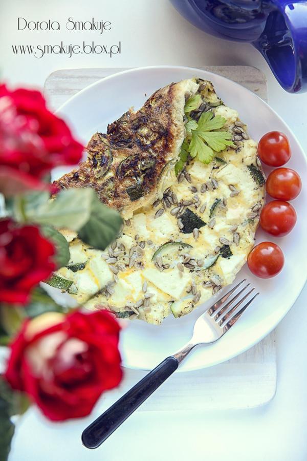 Omlet z cukinia i białym serem