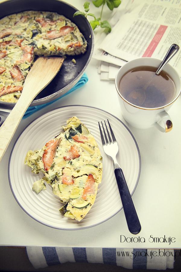 Omlet z cukinia i łososiem