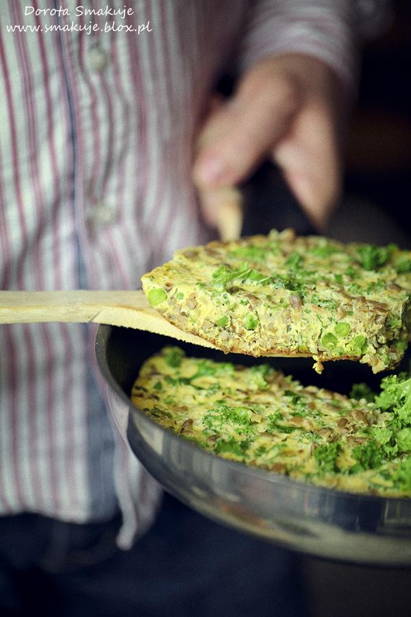 Omlet z kaszą gryczaną i groszkiem