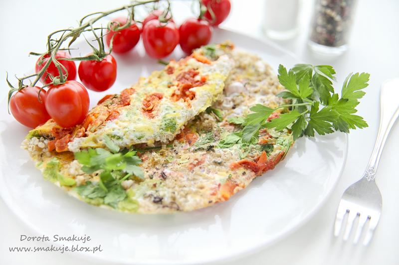 Omlet z kaszą jęczmienna i warzywami