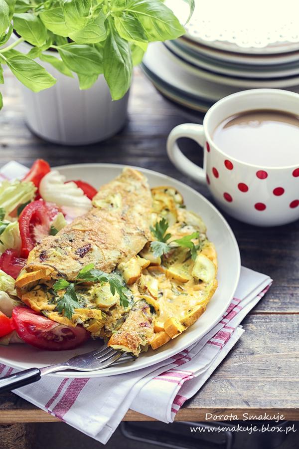 Omlet z żółtą cukinią na jajkach od zielononóżki