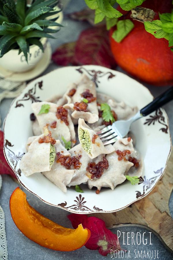 Orkiszowe pierogi z mięsem, dynią i szpinakiem