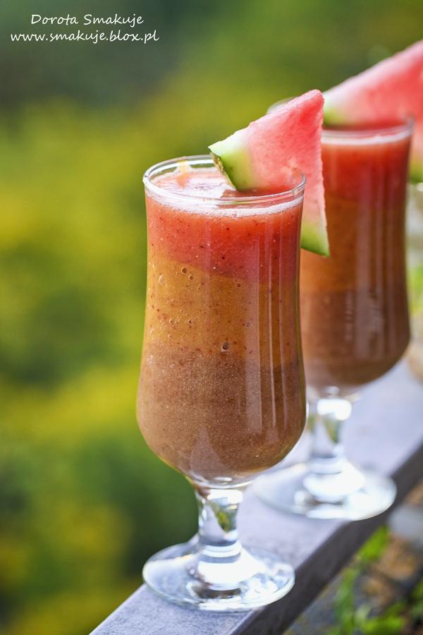 Owocowy koktajl warstwowy gruszkowo-brzoskwiniowo-arbuzowy