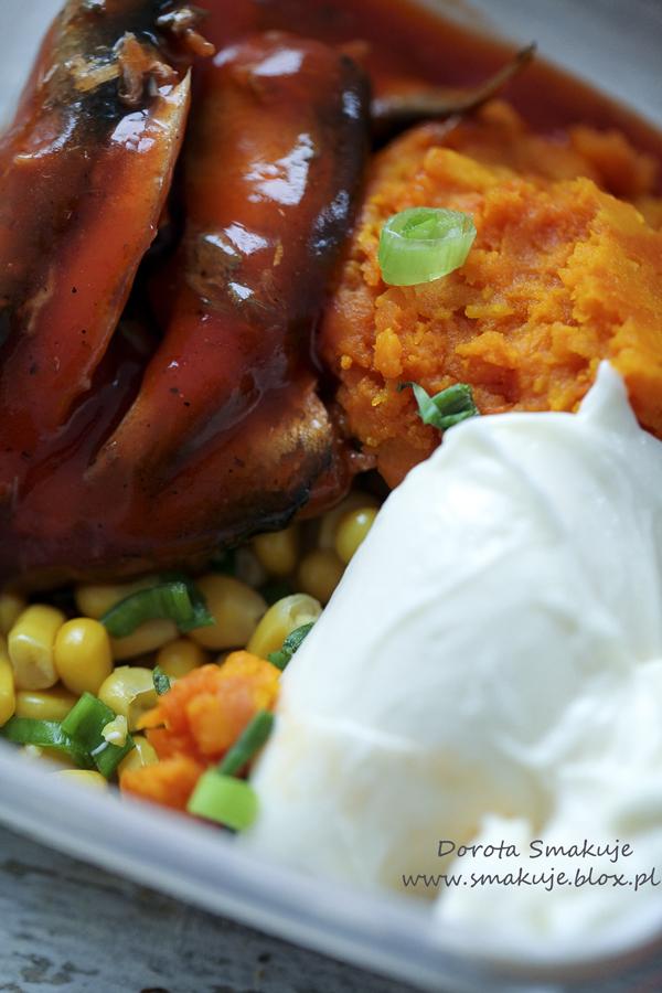 Pasta kanapkowa ze szprotkami w pomidorach, dynią i kukurydzą