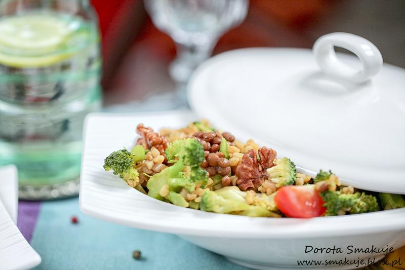 Pilaw z kaszy bulgur z brokułem i soczewicą