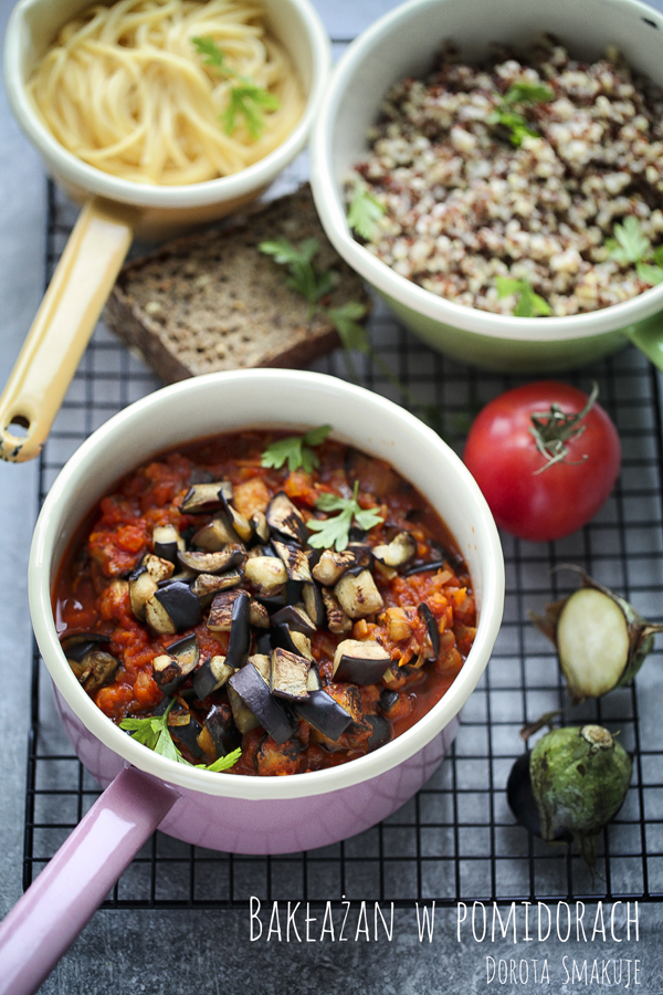 Pyszne pieczone bakłażany w sosie pomidorowym
