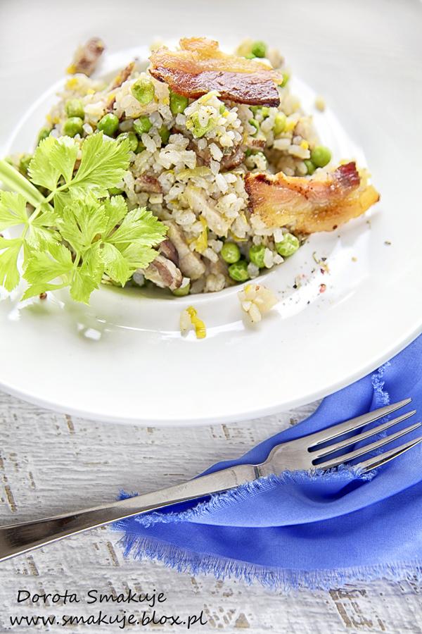 Risotto z zielonym groszkiem, boczkiem wędzonym i kolorowym pieprzem