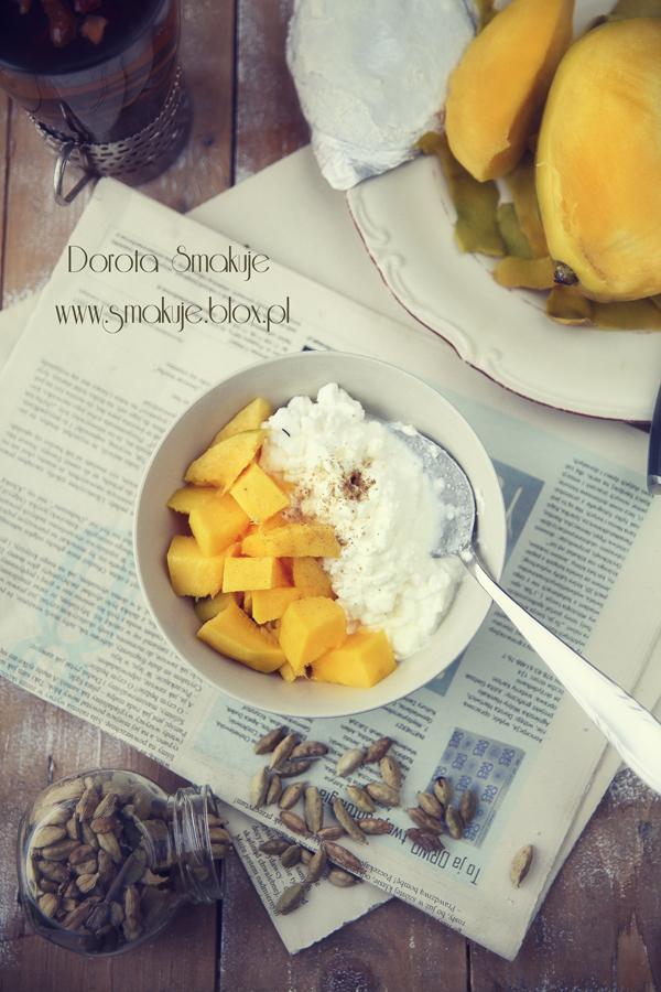 Serek wiejski z mango i kardamonem