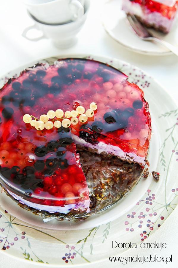 Sernik na zimno porzeczkowy na czekoladowym spodzie