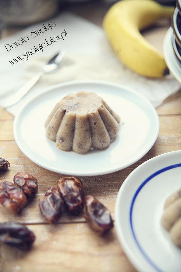 Słodkie babeczki z kaszy manny z daktylami i bananami (bez cukru, bez mleka)