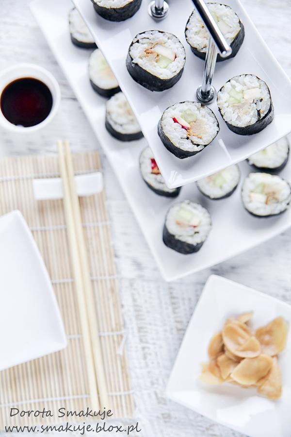 Sushi z wędzoną makrelą, ogórkiem i jabłkiem
