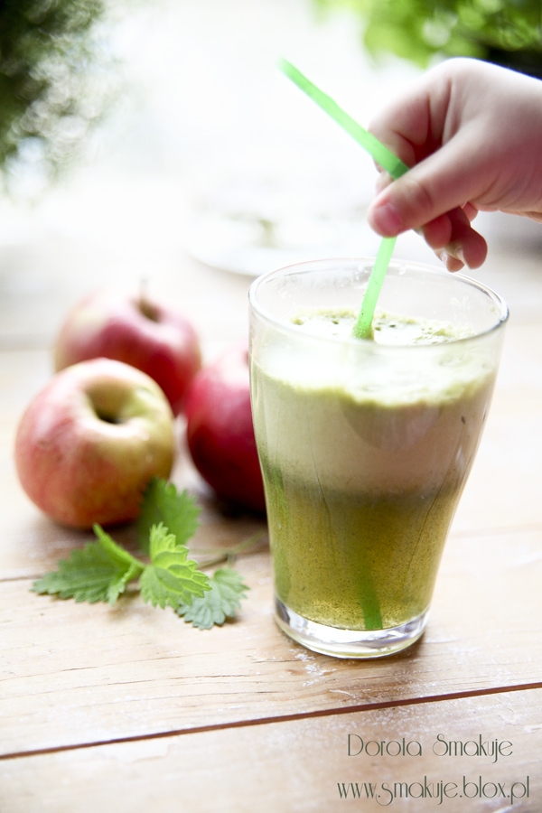 Świeży sok jabłkowy z pokrzywą