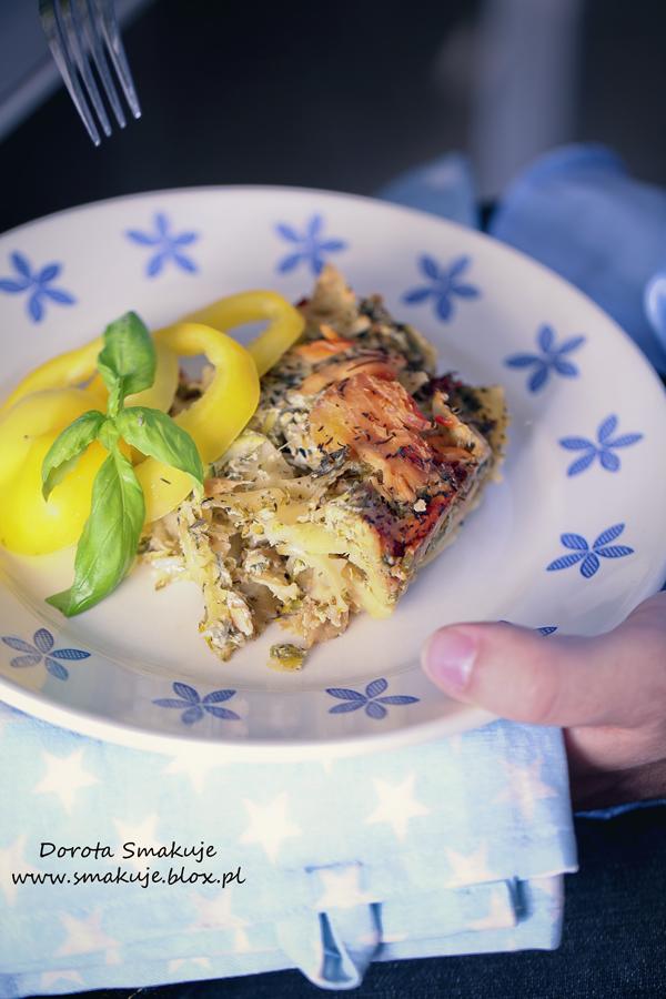 Zapiekanka makaronowa z łososiem, jarmużem i camembertem