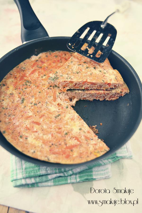 Zimowy omlet z pomidorami