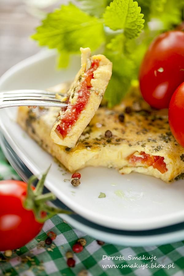 Ziołowy omlet na parze z pomidorami