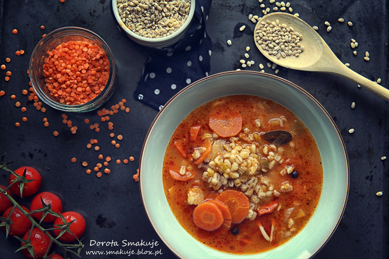 Zupa pomidorowa z soczewica i pęczakiem