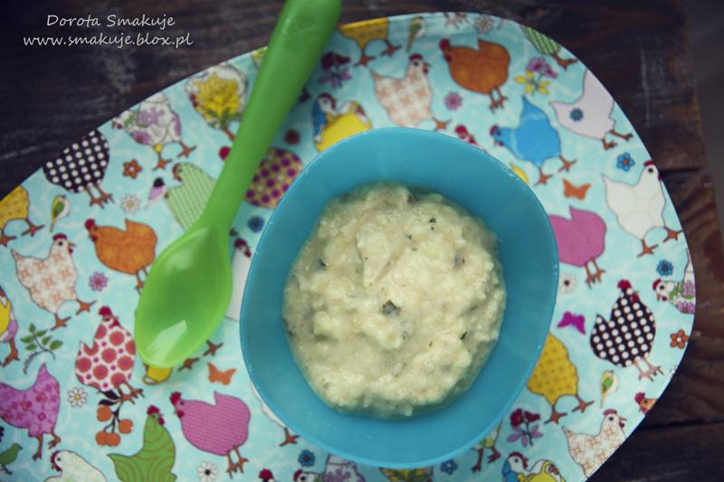 Zupka cukiniowa z indykiem, kaszą manną i żółtkiem