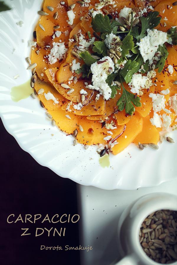 Carpaccio z pieczonej dyni z kozią bryndzą, słonecznikiem i olejem z pestek dyni