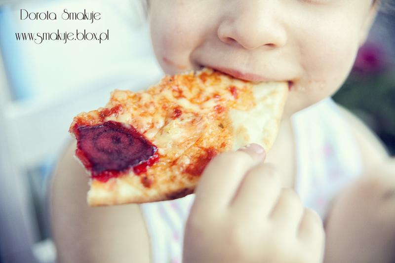 Pizza z indykiem oraz burakami