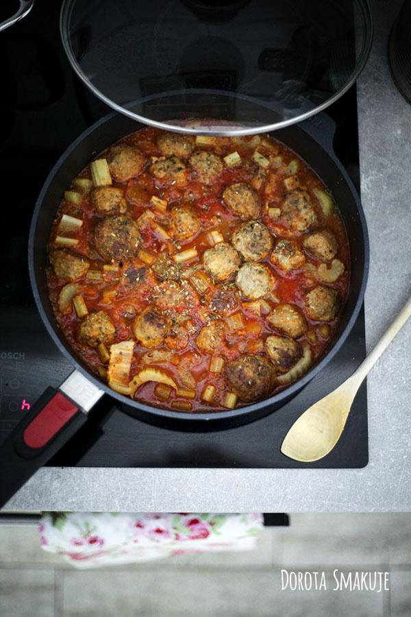 Klopsiki w sosie pomidorowym z patelni