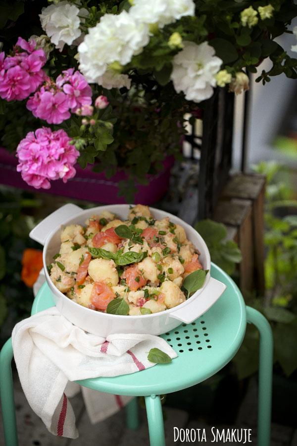 Sałatka z młodych ziemniaków z łososiem