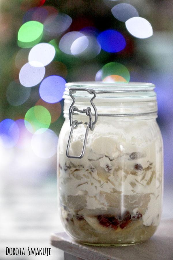 Śledzie w sosie jogurtowym - fit przepis