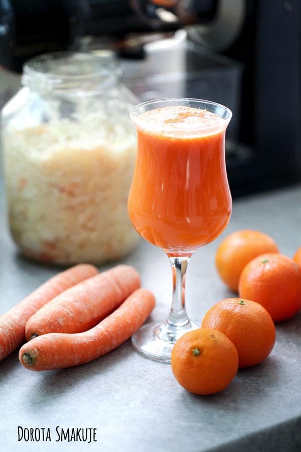 Sok z kiszonej kapusty, marchewki i mandarynek