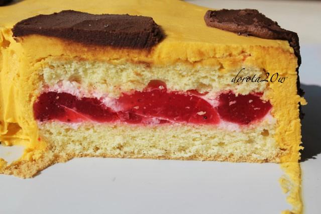 Tort żyrafa w kształcie cyferki dwa z kremem śmietanowo - truskawkowym