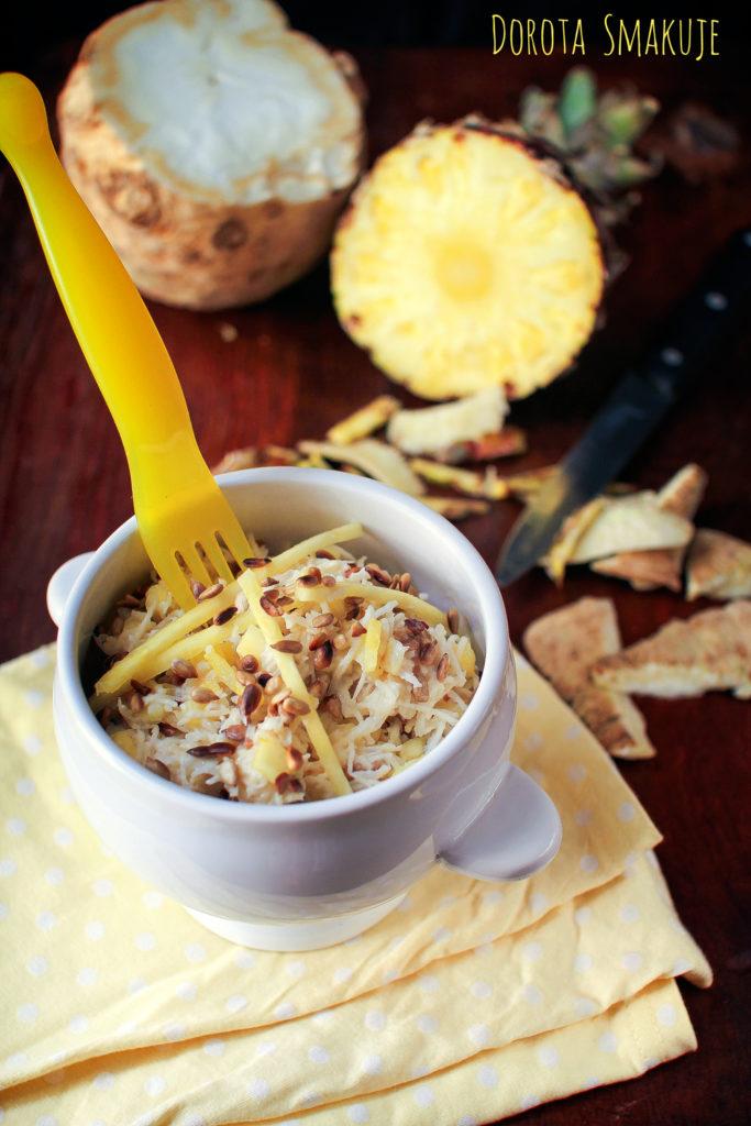 Surówka z selera korzeniowego z ananasem i prażonym słonecznikiem