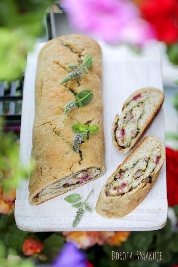Chlebek włoski z pesto i botwinką