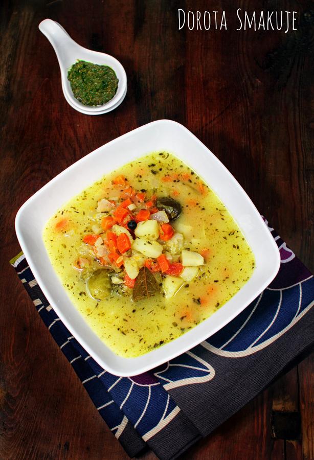 Zupa ogórkowa z bazyliowym pesto