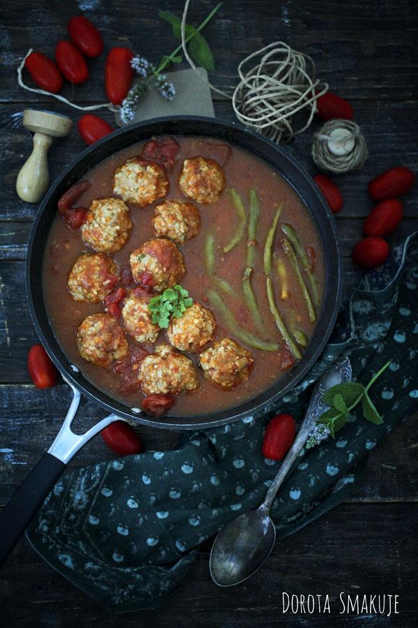 Pulpeciki w sosie pomidorowym z fasolką szparagową