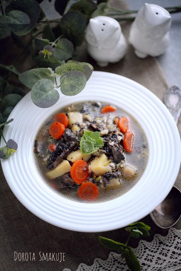 Zupa grzybowa z pęczakiem