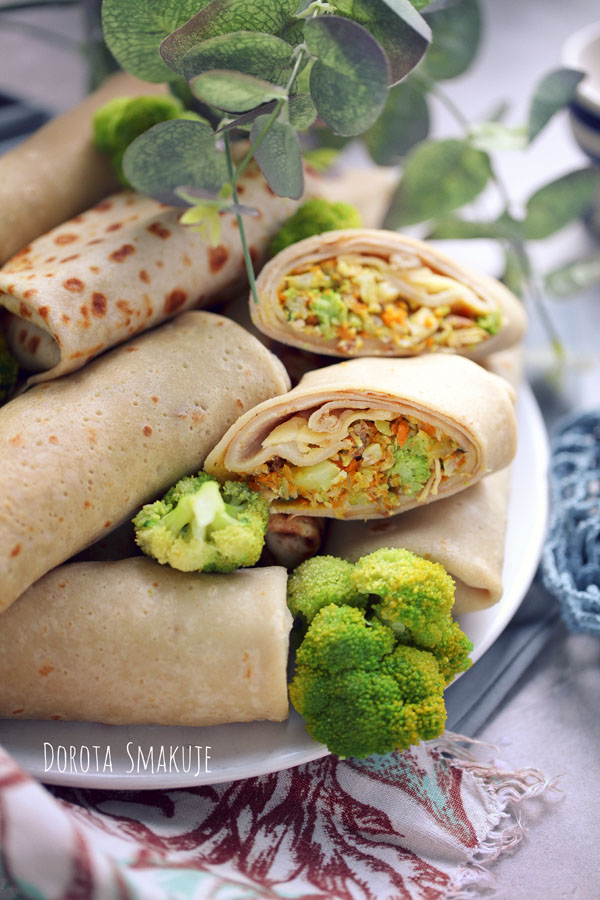 Naleśniki z kurczakiem i brokułami