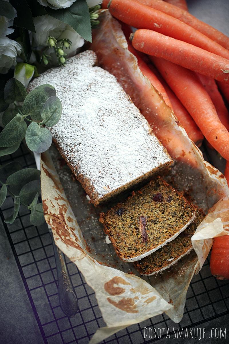 Ciasto marchewkowe z makiem Łatwe
